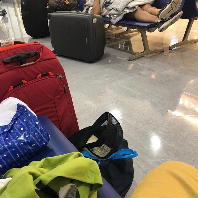 test ツイッターメディア - 飛行機遅延で終電に間に合わず成田空港で一晩過ごすという経験を解放しました https://t.co/ZH6u0pkAZv https://t.co/NWHvW7V5U7