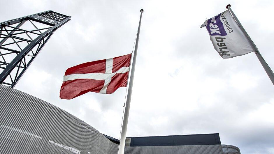 test Twitter Media - Dagens overblik: Danmark flagede på halv for hele landets købmand https://t.co/Md8ARaHVa7 https://t.co/Ta1X6Ty12w