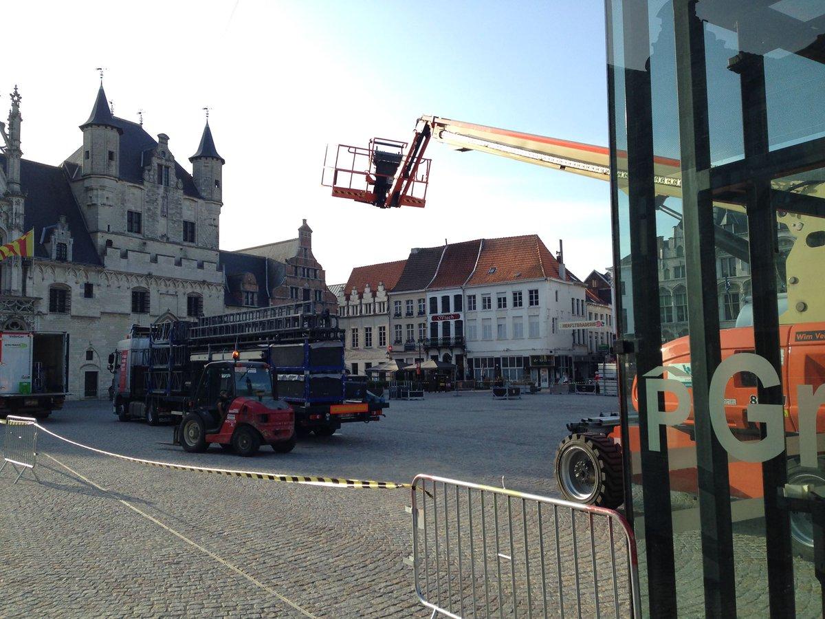 test Twitter Media - Na de start o/d IJzerenleen gisteren, begint men vandaag met de bouw v/h #Maanrock-podium o/d Grote Markt in #Mechelen. - Respecteer de werfzone aub. - Geniet (vanop de terrasjes) v/h vakmanschap v/d podiumbouwers. Meer (verkeers)info: https://t.co/RrUxgBdcYT #Maanrock2019 #dzivm https://t.co/5BDuMp8jxc