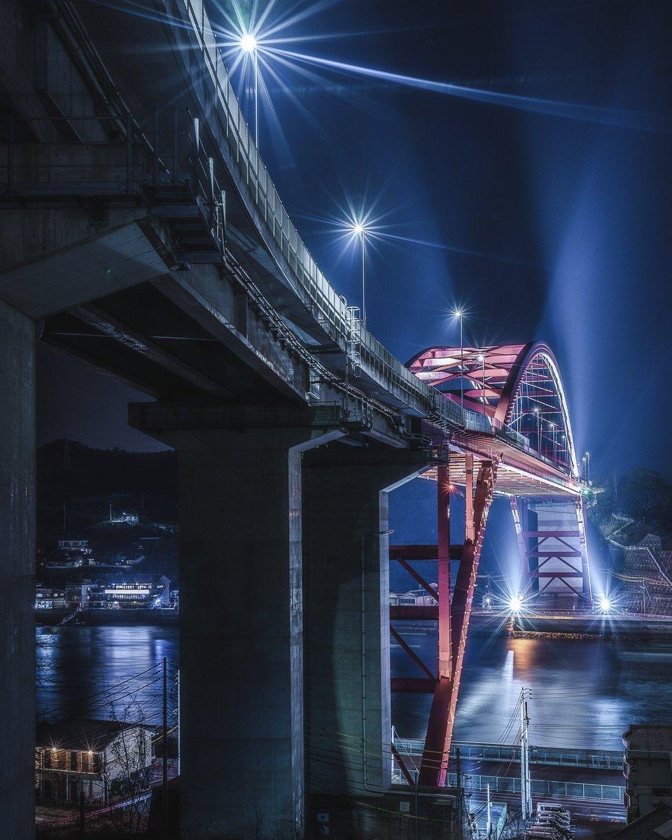 RT @lol_hime_: 広島にある橋の中で、一番かっこいいんじゃないかと思ってる。 https://t.co/6tqPdOVaca