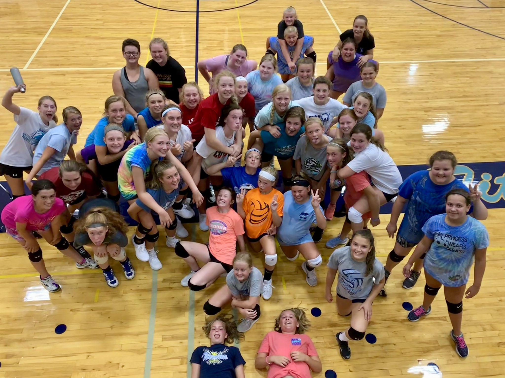 Another 45+ girls at open gym last night.   Only ONE more before practice officially starts.  #dedicated https://t.co/D9ug4xSGPY