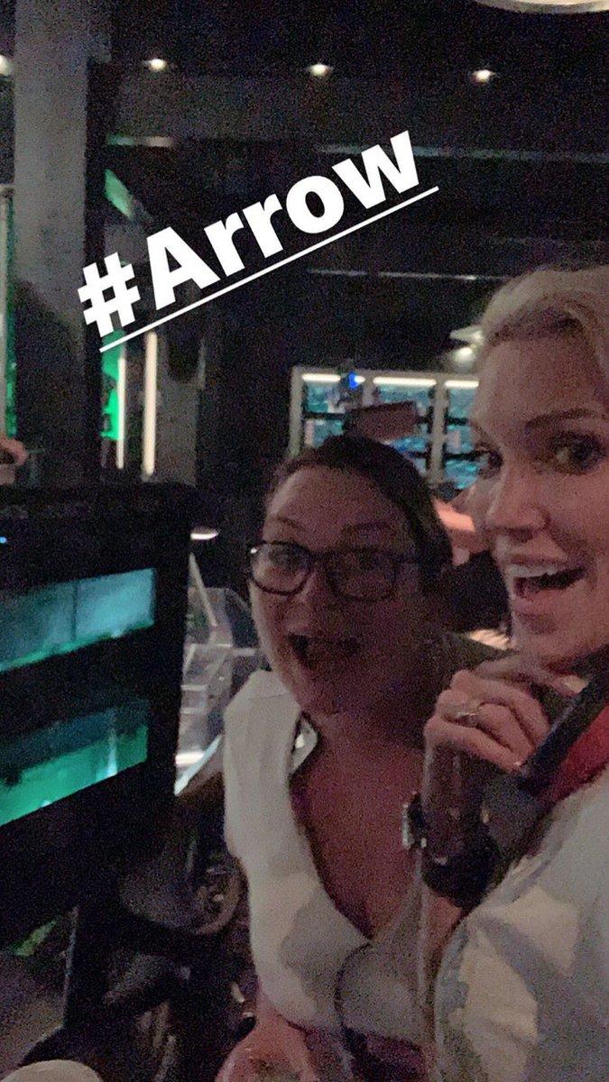 📸 || #Arrow: Lenda diretora! Katie Cassidy via Instagram Stories. https://t.co/Qsi4GP01Kw