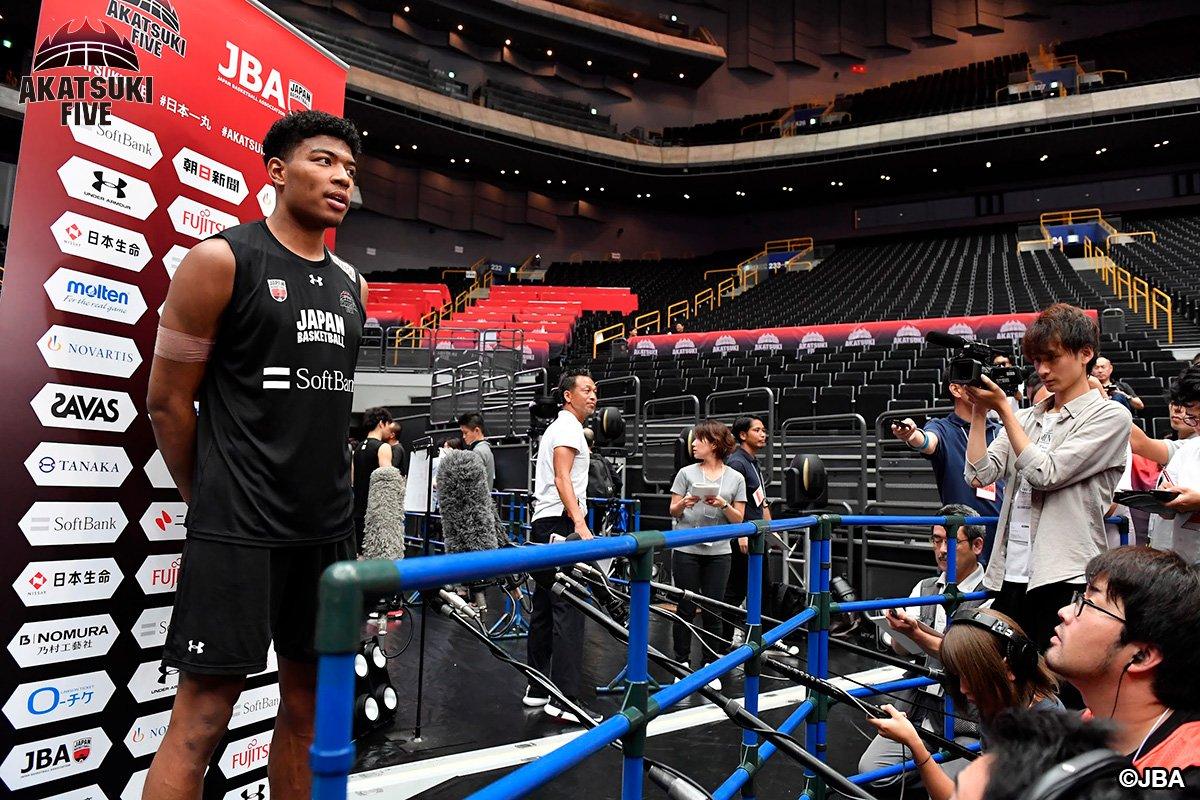 test ツイッターメディア - #AkatsukiFive 男子日本代表:前日練習 8月22日(木)19:00 🇯🇵男子日本代表 vs アルゼンチン🇦🇷 [生中継]BSテレ東/バスケットLIVE  「明日の試合は特別な思いがあります。でも、今は日本がホームです。アルゼンチンに対して良い内容を見せたい」フリオ・ラマスHC #FIBAWC #JAPANMADNESS https://t.co/PZwmLg2SM7