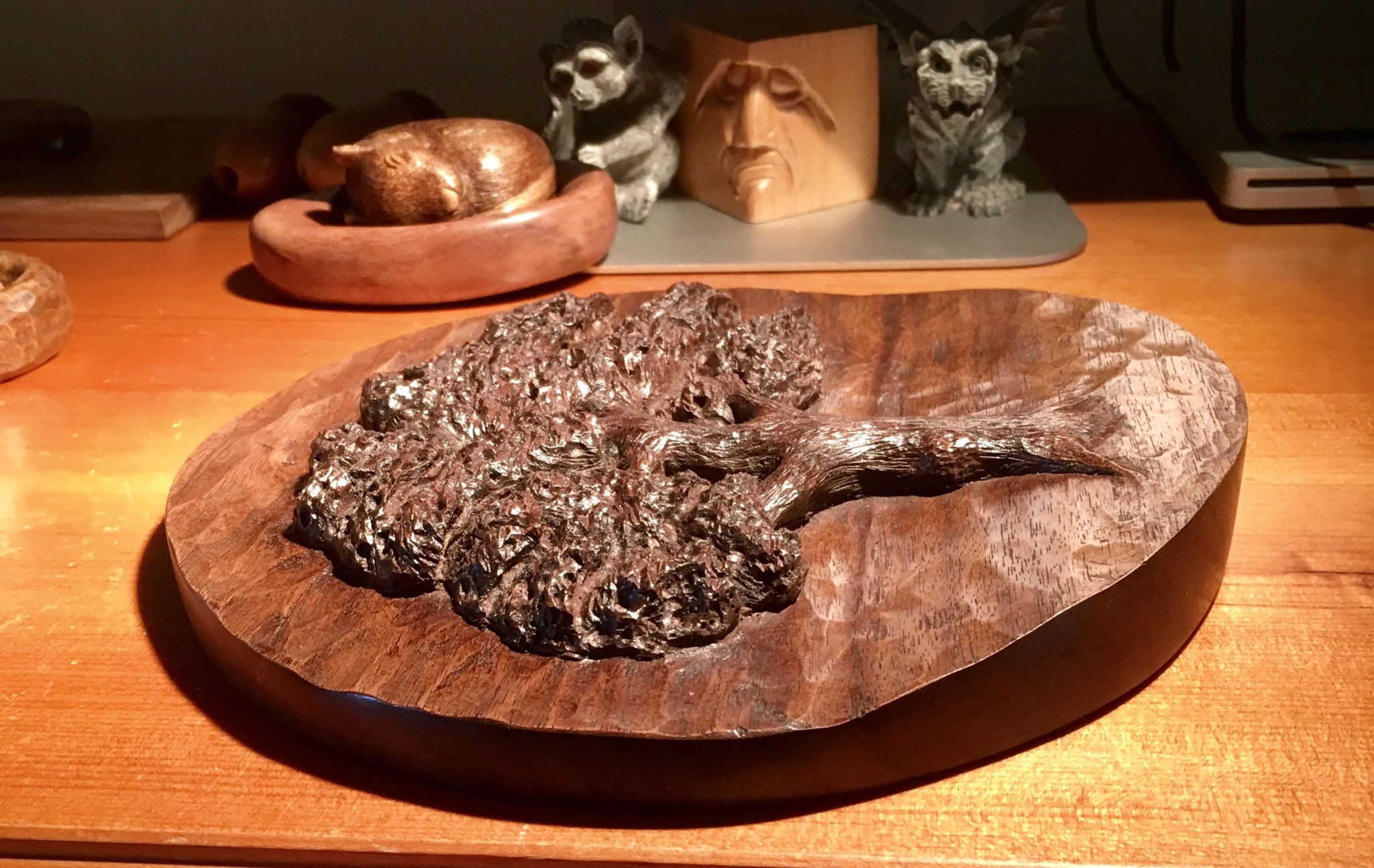 Walnut tree carved in walnut just because https://t.co/fdAwTdGnh2
