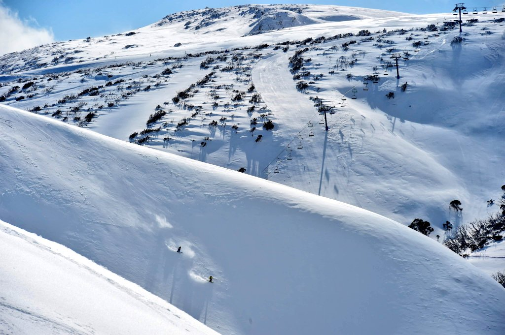 #Newsflash #Hotham is extending its 2019 #snowseason until #October 6th. We've received 336cm of #snowfall this year and 34cm this week. Come and get it!  #snowreport #bumper #winter2019 https://t.co/VwPuftQw0j