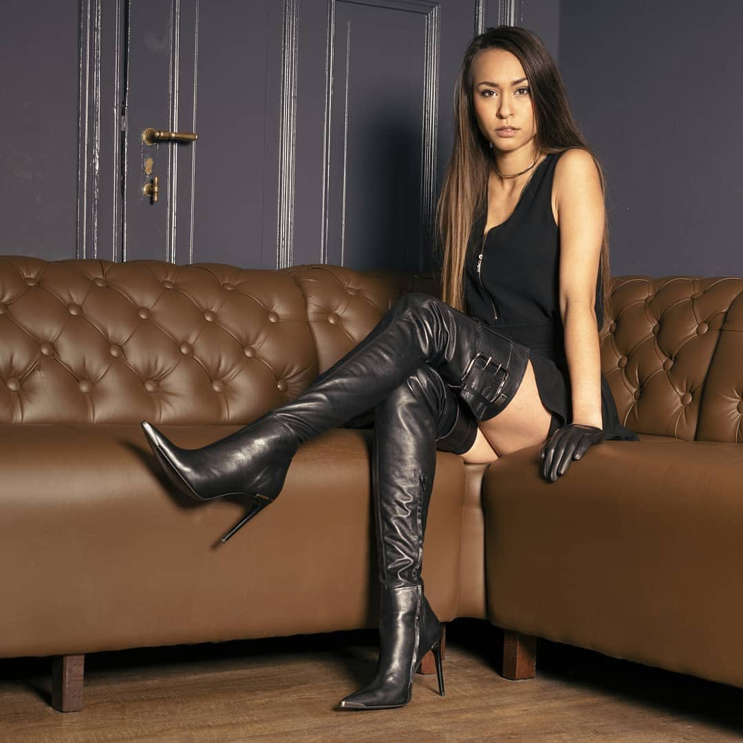 #thighhighboots #leather https://t.co/1YJbeakVAP