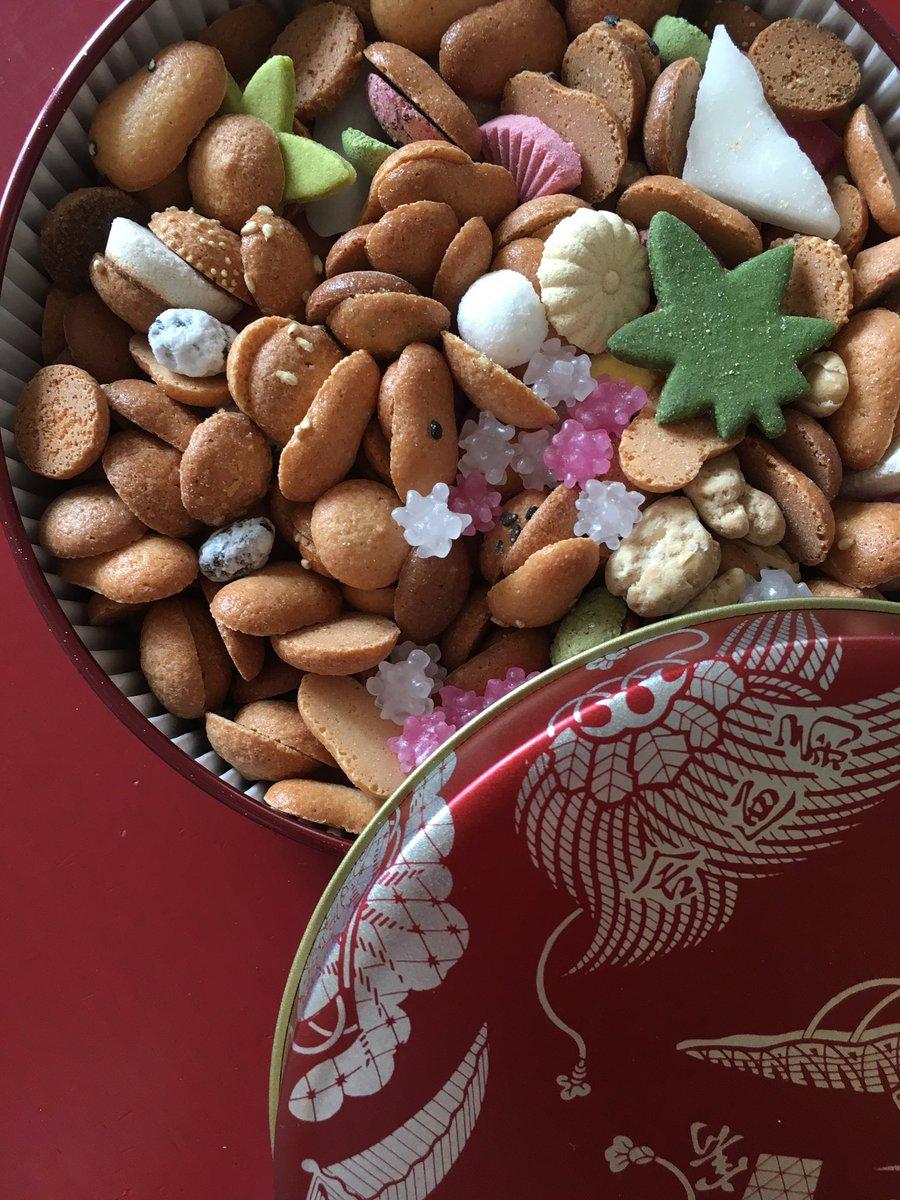 test ツイッターメディア - 日本の美味しいもの開封第一弾、銀座菊廼舎の冨貴寄。 バターを使わない和風クッキーが蕎麦ぼうろみたいでおいし〜い。 https://t.co/46msqRaFWM