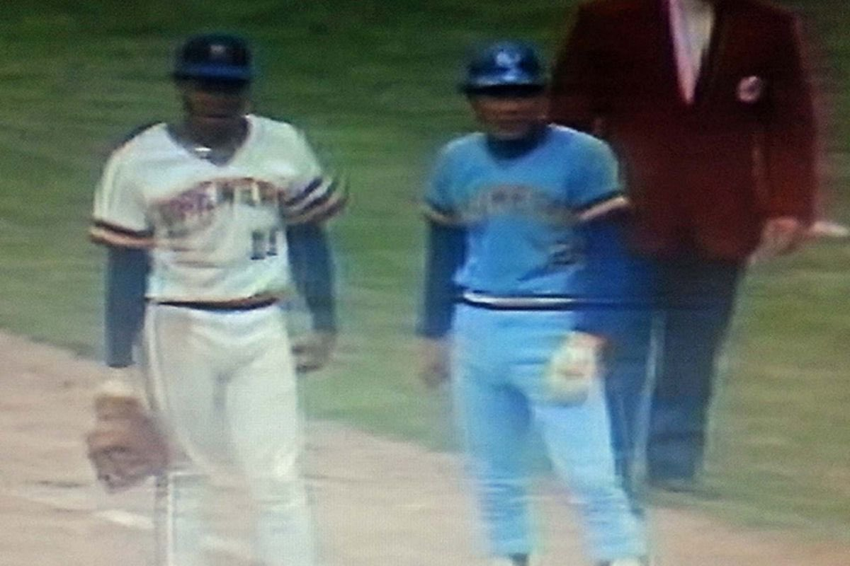 Today's awesome baseball fact you probably didn't know:  June 12, 1977: the Royals' uniforms are stolen at County Stadium and they are forced to play in the Brewers' roadies. https://t.co/q4rftrTreu