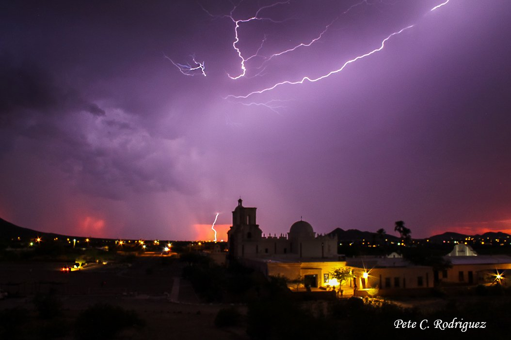 The monsoon storms were amazing tonight! I grabbed my camera and iphone and headed out to the Mission with the kids and their new puppy. I just point and shoot and hope I get something good. 🙏💯😀 #tucson #grateful #azwx #monsoon2019 #goodmedicinepodcast #instagood https://t.co/yksqoDA6de