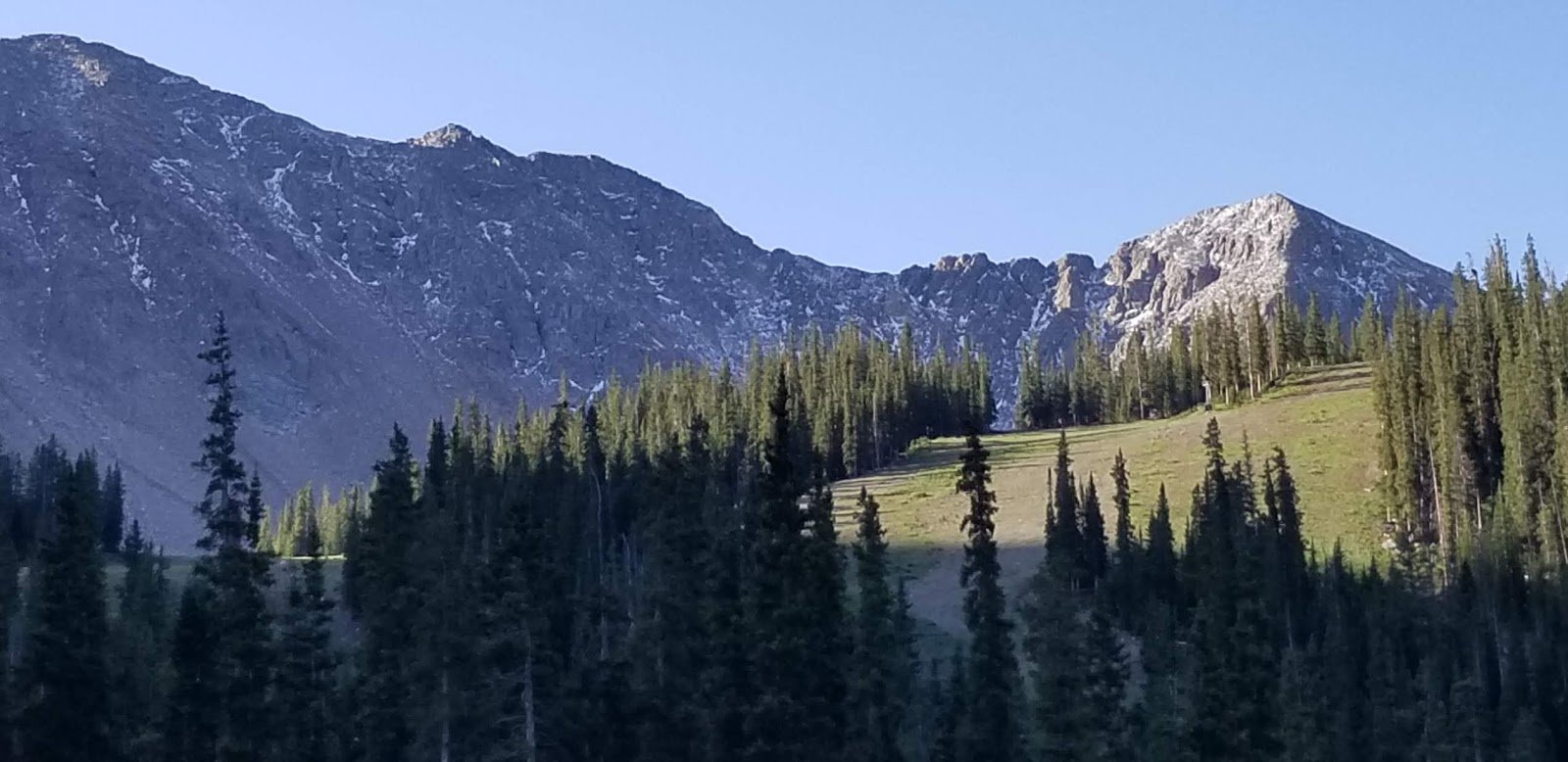 Not a lot yet, but the first snow has been spotted up high in Colorado above @Arapahoe_Basin Ski Area (look closely!). The ski season should be underway in the famous ski state in around two months so is it too soon to get excited? https://t.co/7tYPTzvGmT