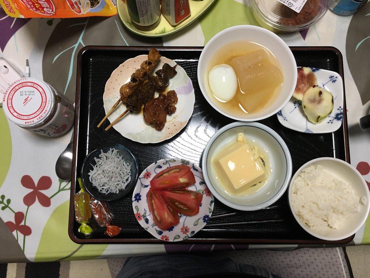 test ツイッターメディア - 今日の晩御飯は玉子豆腐、冬瓜の煮物と卵🐣🥚、トマト🍅、しらす干し🐟、鶏の唐揚げ🐓、焼き鳥のレバーとももにんにく🐔、イチジク、みすず飴🍬  ごはんの上にしらすと鮭プッチン🐟乗っけて食べると言う贅沢なひと時😋 https://t.co/t9PF2wkL70