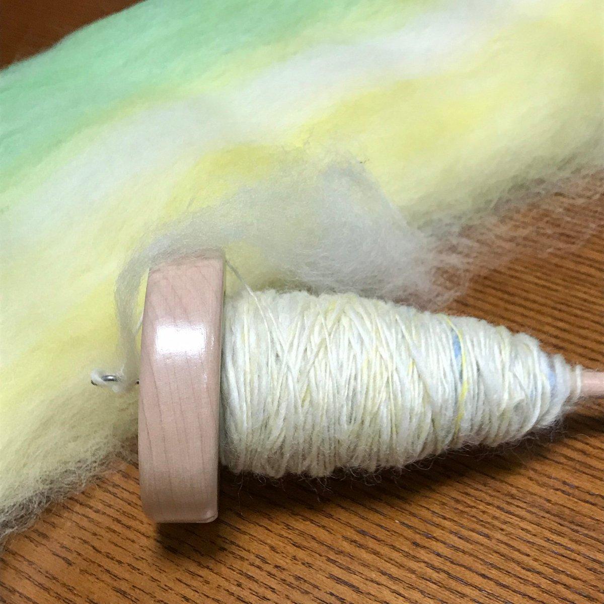 test ツイッターメディア - 本日は、スピンドルで糸紡ぎです  #手紡ぎ #毛糸 #スピンドル #手編み糸 https://t.co/9q7QGe4IN9