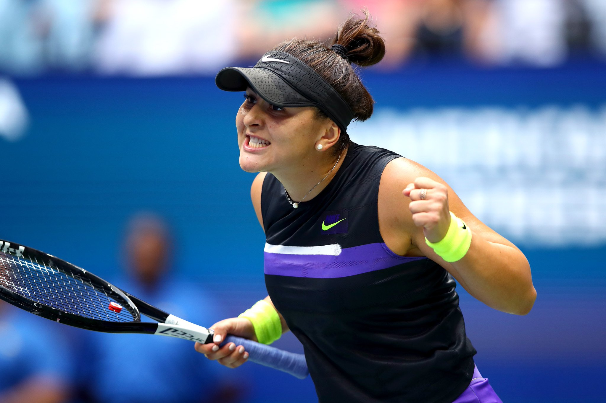 🎾 UPSET 🎾   No. 15 Bianca Andreescu upsets No. 8 Serena to win the #USOpen https://t.co/m9xlfELfvp