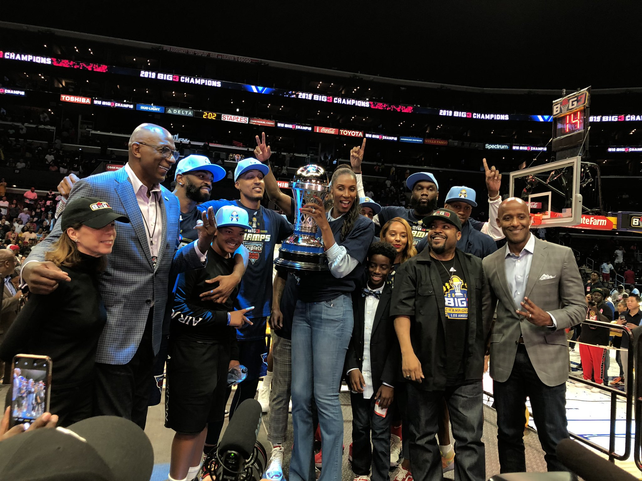 🗣️ Congratulations to #WNBA legend and @thebig3 Coach of the Year @LisaLeslie on winning the #BIG3Championship 🏆   📷 @STAPLESCenter https://t.co/pFh8v3wgqr