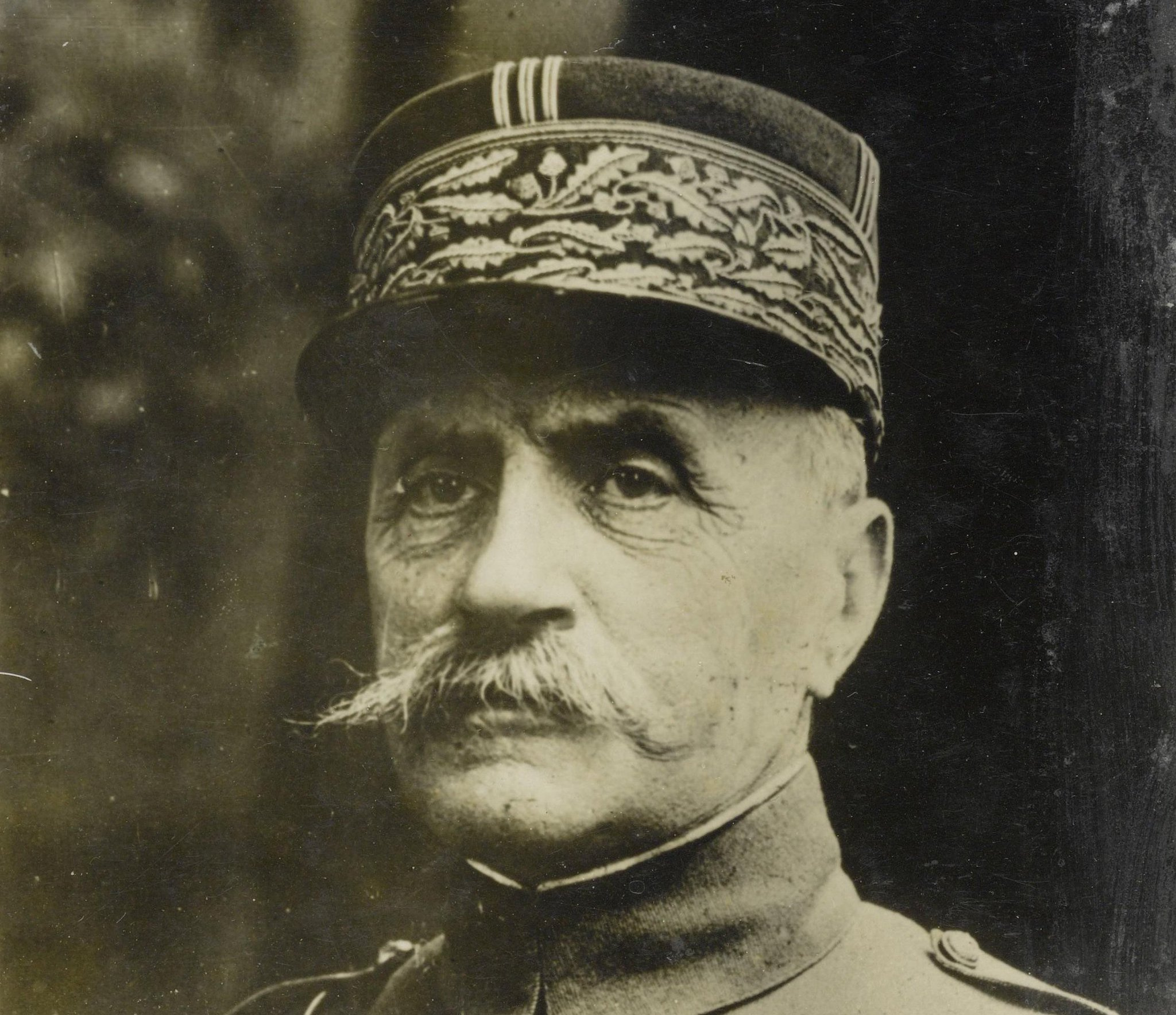 """In 1919 Ferdinand Foch, a leading French general, was angered by the final terms of the Treaty of Versailles and had remarked, """"This is not a peace. It is an armistice for twenty years"""" https://t.co/iRlMywCdJp"""