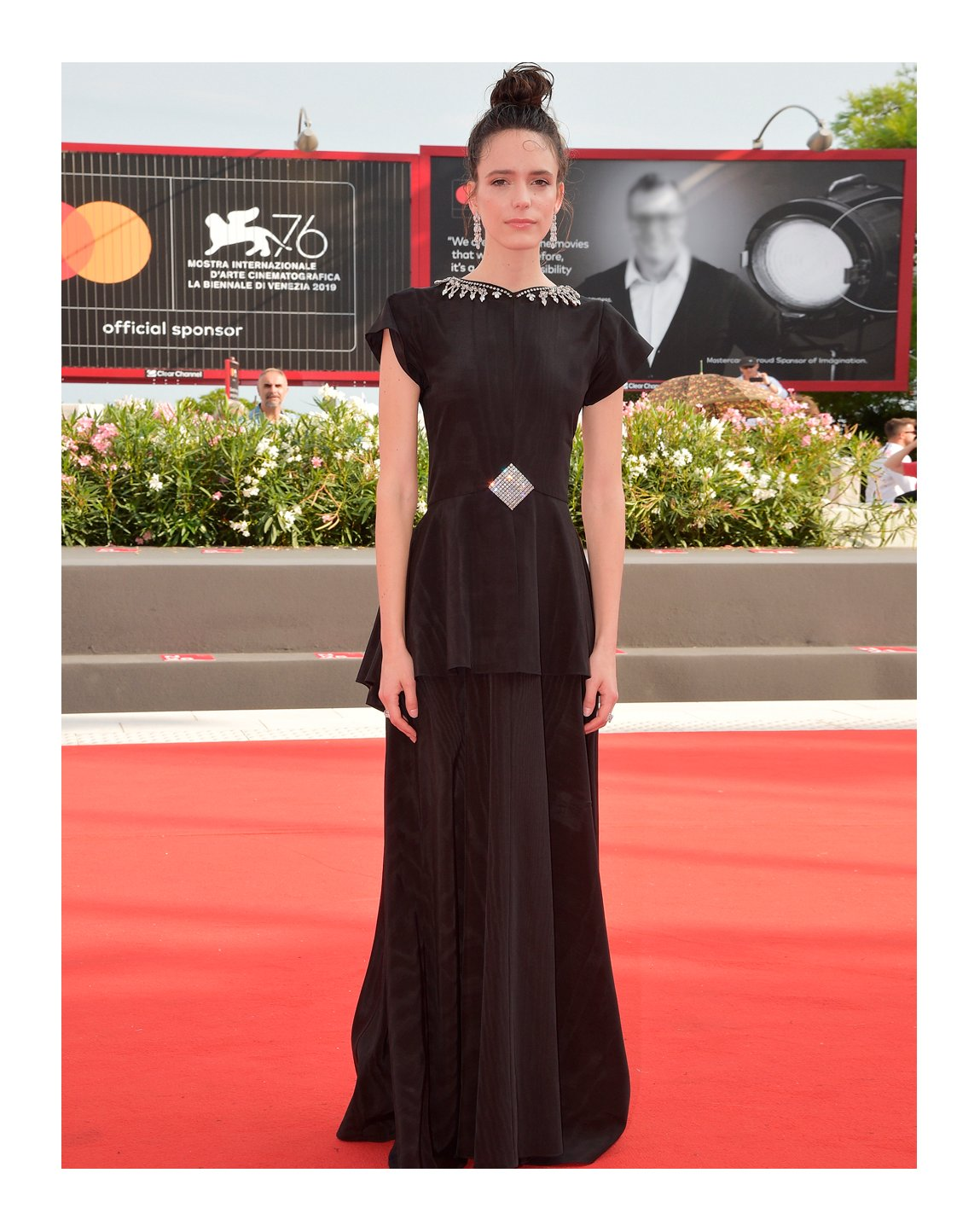 Attending the screening of 'Ji Yuan Tai Qi Hao' during the 76th Venice Film Festival, #StacyMartin wore a silk moiré gown with asymmetric skirt and crystal embroidery detail from #GucciCruise20 by #AlessandroMichele. #BiennaleCinema2019 #Venezia76 @la_Biennale https://t.co/xYH9R4o2pN