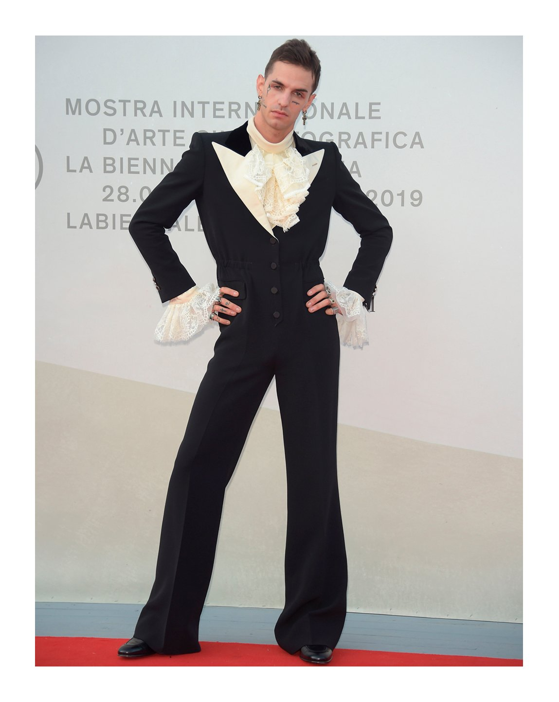 To the screening of 'Happy Birthday' during the 76th Venice Film Festival, singer @AchilleIDOL wore a fine wool and silk tuxedo jumpsuit with a silk organza shirt and leather booties from #GucciFW19 by #AlessandroMichele. #GucciJewelry #BiennaleCinema2019 #Venezia76 @la_Biennale https://t.co/hsQ05RVZ62