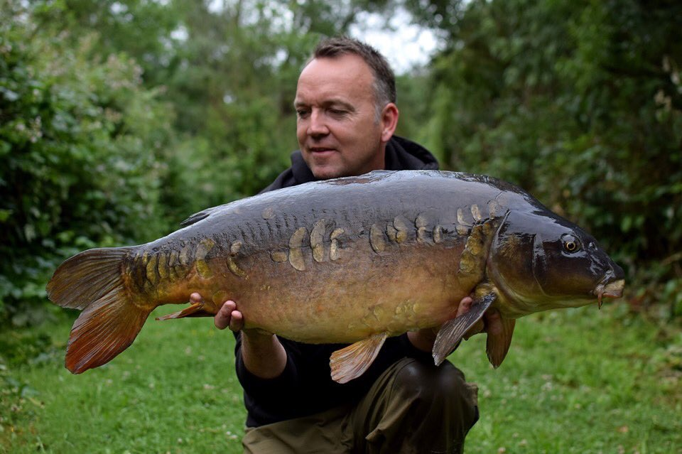 """Michael Bromfield 💪🏻🎣 """"Scatteted Scales"""" 😍   @TheCARPbible  #Carp #CarpFishing #Fish"""