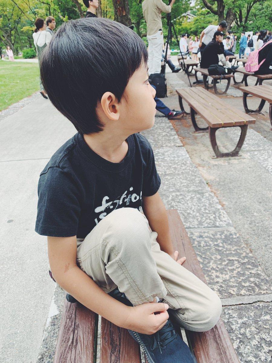 test ツイッターメディア - なぜか地下アイドル的な人たちに釘付けで1時間近く鑑賞している5歳児。終わるとちゃんと拍手している。 #鶴舞公園 #もっと練習しろと言いたい #キレが足りない https://t.co/8DaSqGpcL1