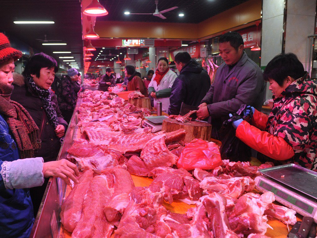 China on Thursday released 10,000 tons of #pork from its central reserves to ensure meat supply for the upcoming National Day holiday on Oct.1 https://t.co/n61oojX85u