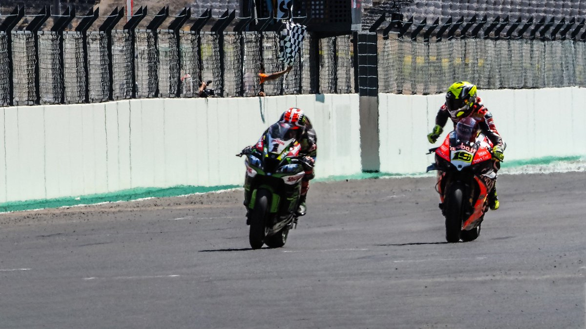 test Twitter Media - 🔝Moment of the weekend: The comeback to the closest finish of 2019!  #PRTWorldSBK🇵🇹  📃| #WorldSBK https://t.co/UY5mvNQagz https://t.co/Kzu0ehbPCl