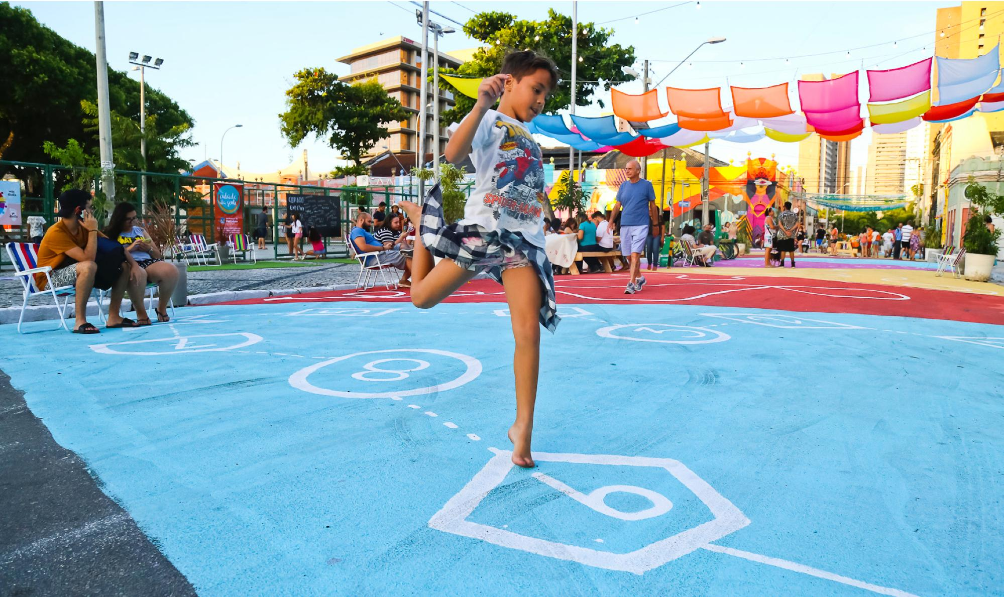 If you design a street that works for kids, you design a street that works for everyone. Designing Streets for Kids shows the way forward with designs that are safe accessible, healthy and inspiring. #NACTO2019 https://t.co/bsNtWsWa1n