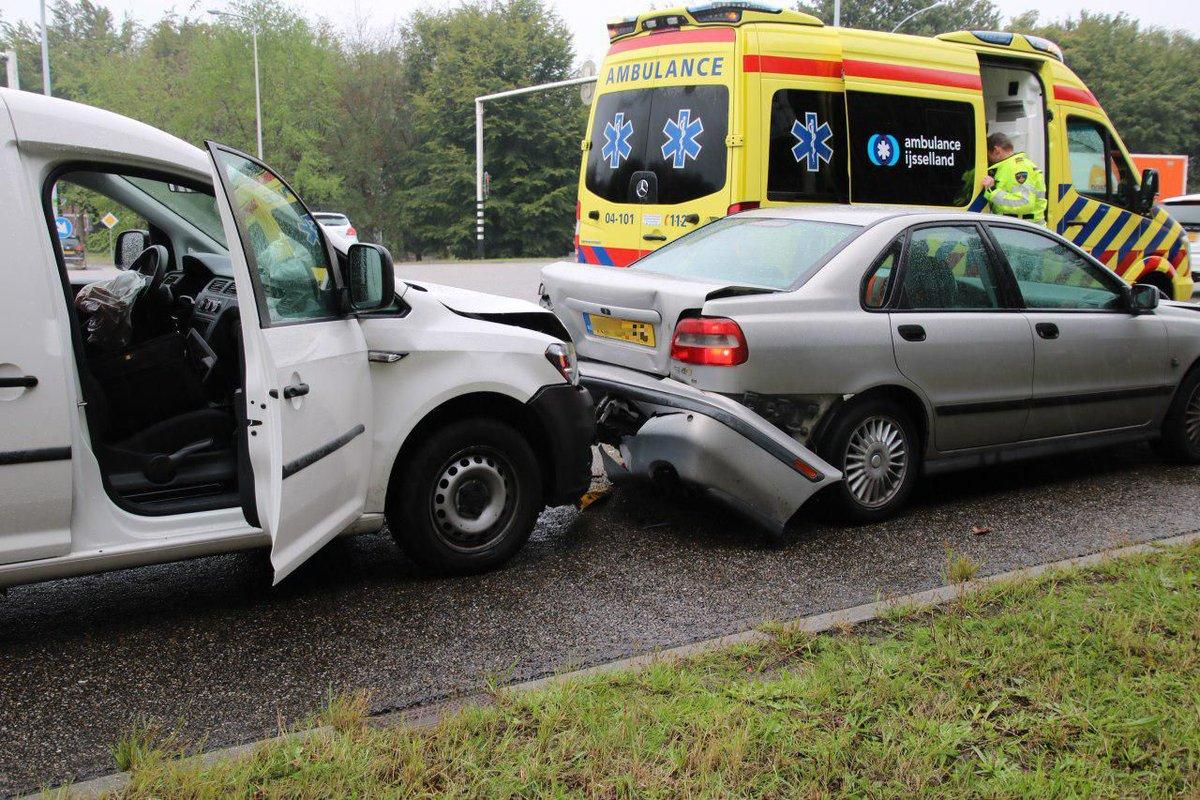 Gewonde bij kop-staartbotsing met vier auto's in Zwolle .