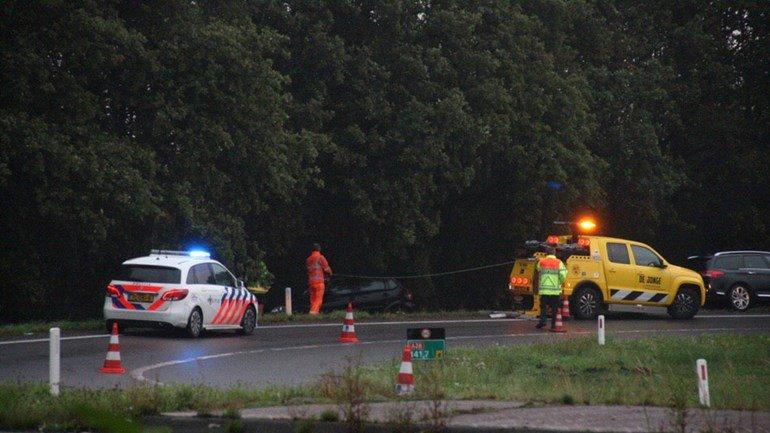 Auto uit de bocht op oprit A28 bij Hoogeveen: Op de oprit van de A28 bij Hoogeveen is vanavond een auto uit de bocht gevlogen.