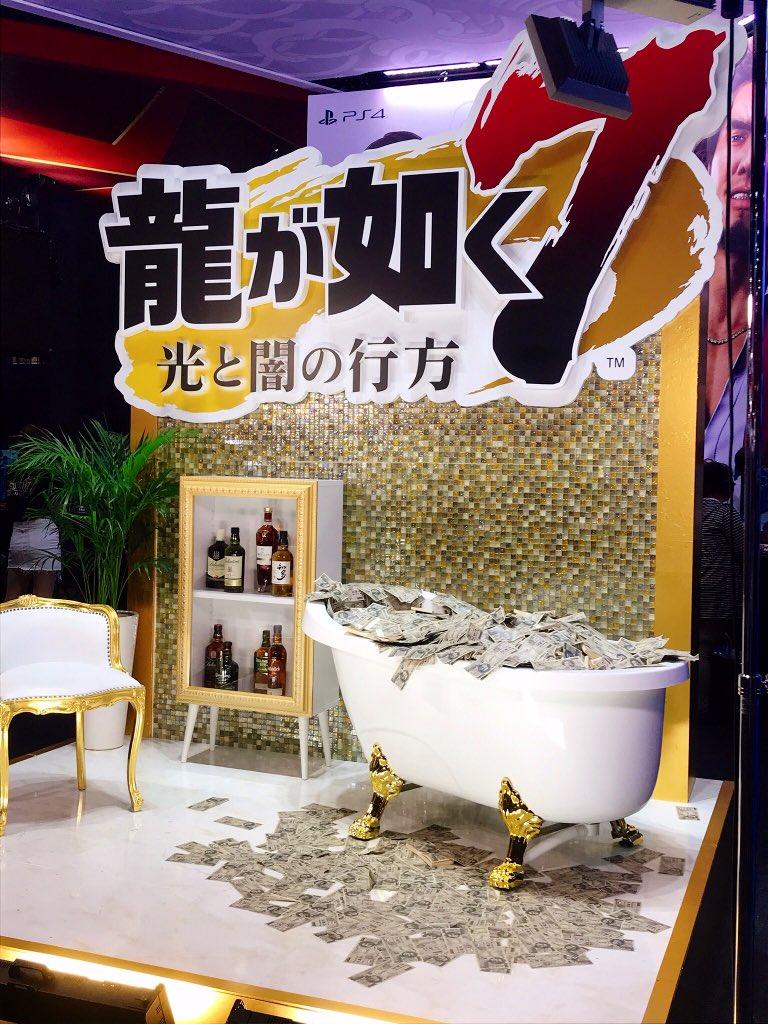 test ツイッターメディア - こちらが全人類の夢、札束風呂である。7萬円札はじめてみました😮😮  #TGS2019 https://t.co/axdgCovkH8