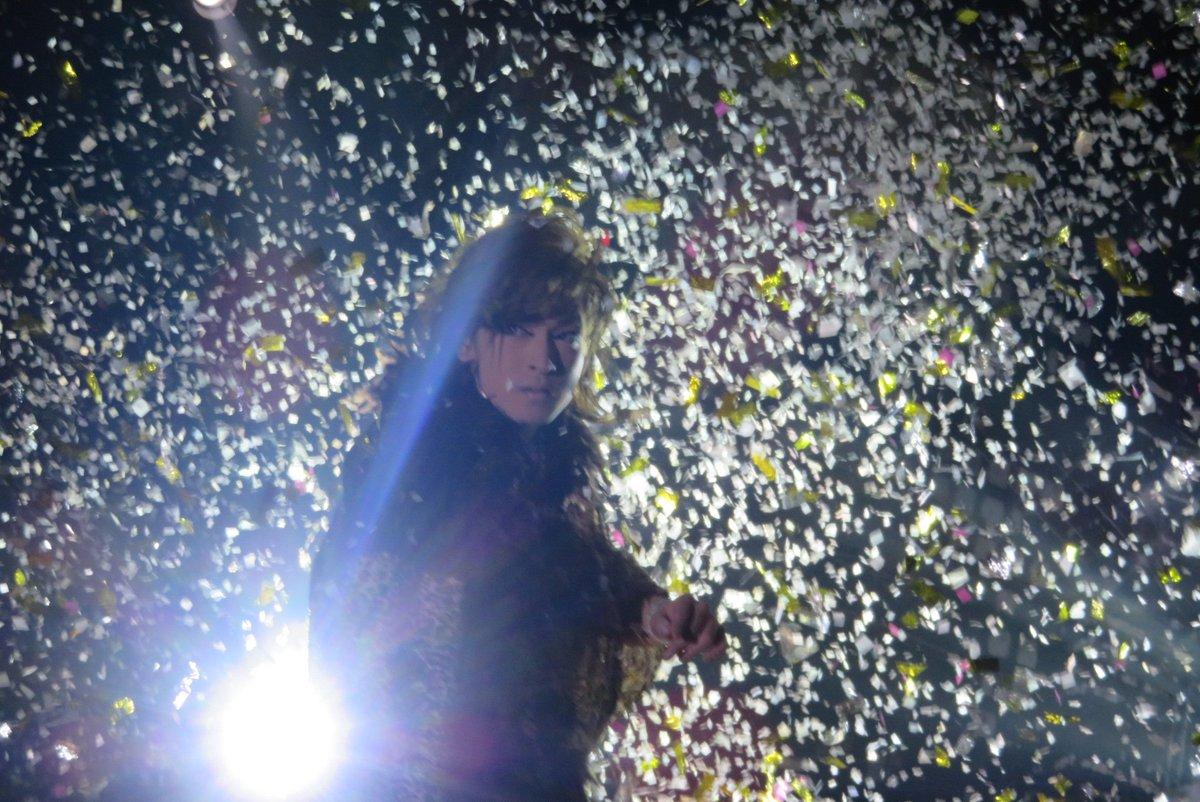 test ツイッターメディア - 2019.9.9 ✨夜 羅い舞座堺駅前店✨  照明とキラキラ紙吹雪のコラボ✨ 大空クンはキラッキラがよく似合う♪ メッチャカッコイイ💕 (,,>᎑<,,)♡  あ♡ まわりにキラキラ紙吹雪なくても 大空クン自身がキラッキラやけどね♡ (。˃ ᵕ ˂ *)。.*♡  #宝海劇団  #宝海大空  #羅い舞座堺駅前店 #大衆演劇 https://t.co/HRr9muASCE
