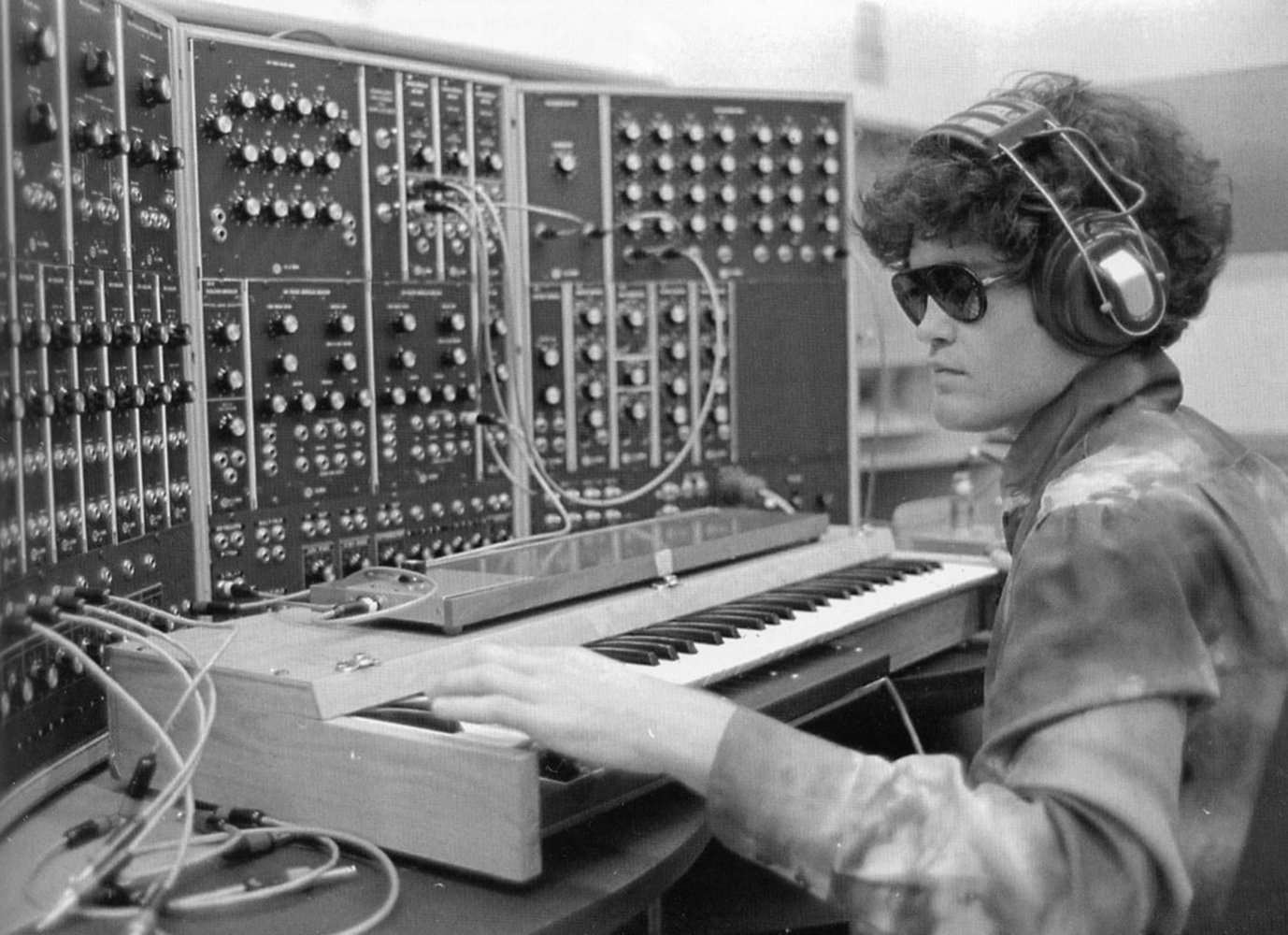 #OnThisDay in 1967, the first Moog Synthesizer IIIp was shipped to Micky Dolenz of @TheMonkees 🎛🎛🎛 https://t.co/Klx816z8K4