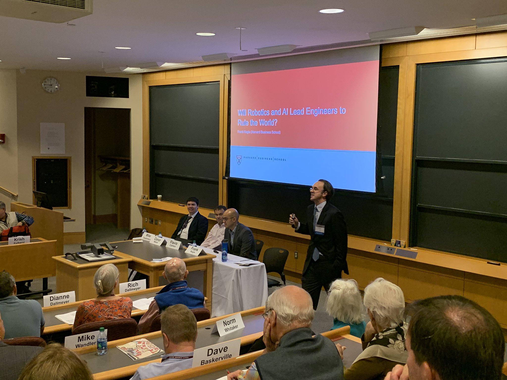 Professor @frank_nagle leading his #HBSreunion2019 session. https://t.co/UzIBbw0mif