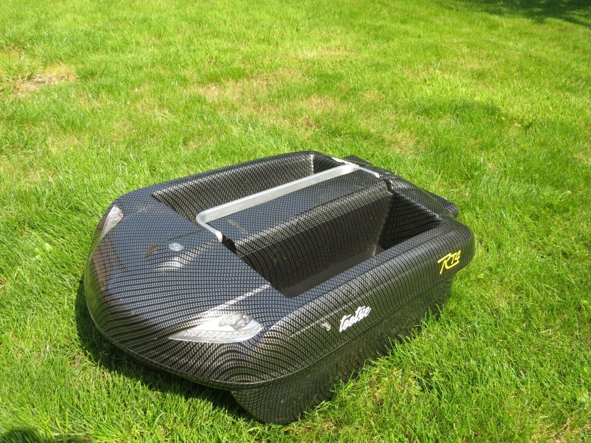 Ad - CARPLOUNGE RT4 Bait Boat On eBay here -->> https://t.co/9dDWuXn43J  #carpfishing https://
