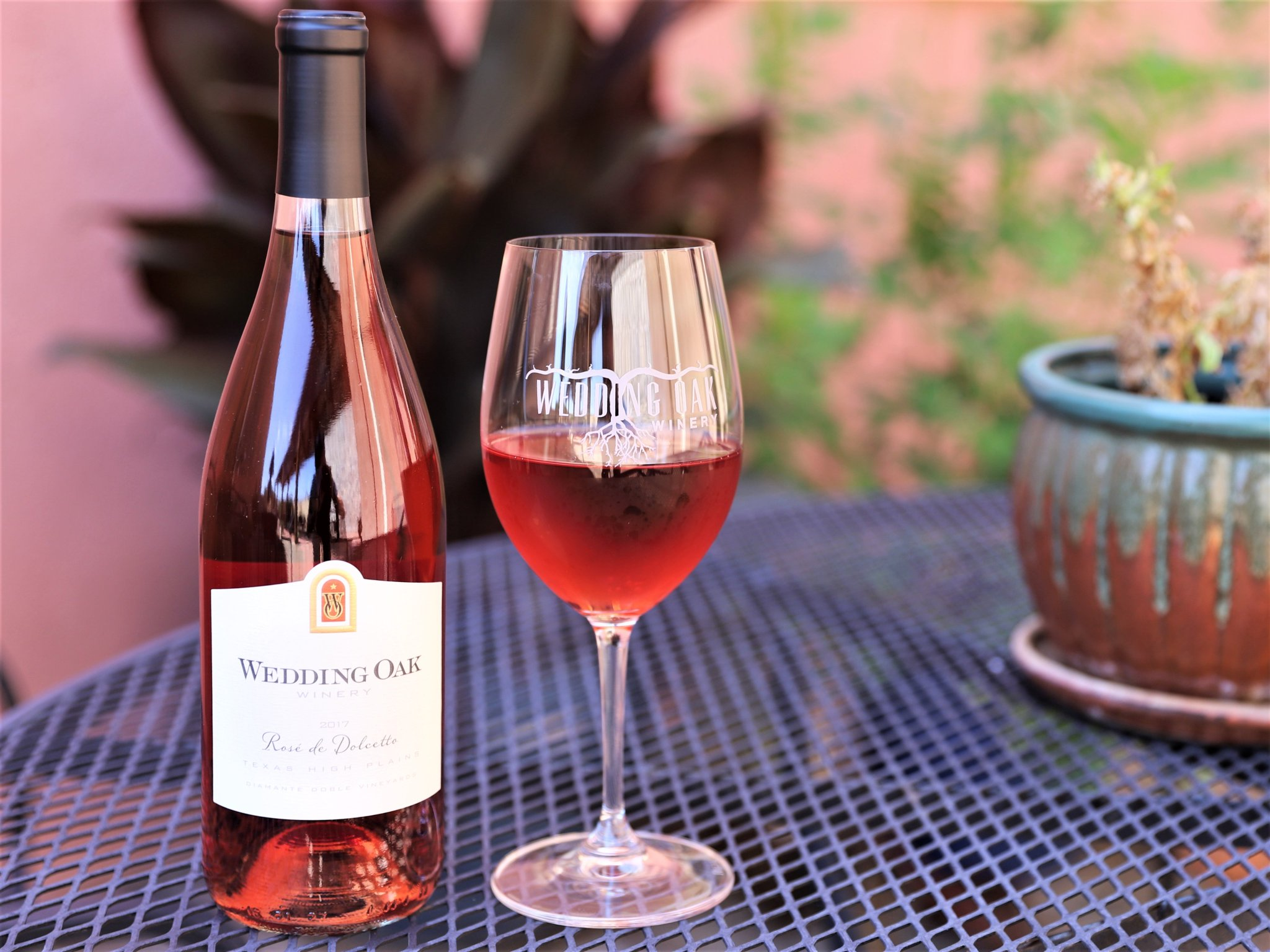 It's a Rosé kind of day.  The sultry afternoon begs for a crisp, cool, dry rosé wine. Grab a bottle and chill.  #wine #TXwine #RoseAllDay https://t.co/g9rkxrpVE4