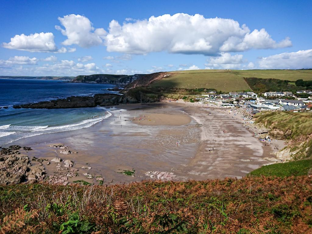 test Twitter Media - Sea, sand and September sunshine. ☀ Challaborough beach and the imposing coastline, located in the South Hams, looking devine under the blue autumn sky. 👍  #Challaborough #Bigbury #Beach #Beachlife #Sea #Sand #Coast #Surfing #SouthDevon #Devon #Photography https://t.co/kGuAU5AdOQ
