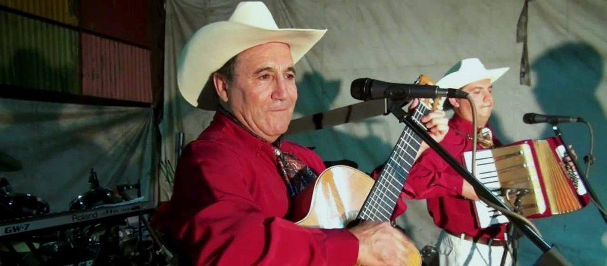 """test Twitter Media - La ranchera suena en VSR🚀con Erasmo Manríquez, músico chileno de 68 años que lleva casi medio siglo siendo una de las figuras centrales de este género 🇨🇱🇲🇽. Hoy nos visitó para hablarnos de """"El Real Ranchero del Sur"""" 🎶, su nuevo disco en solitario -> https://t.co/IZ89fZvic2 https://t.co/DexJWLvWRx"""