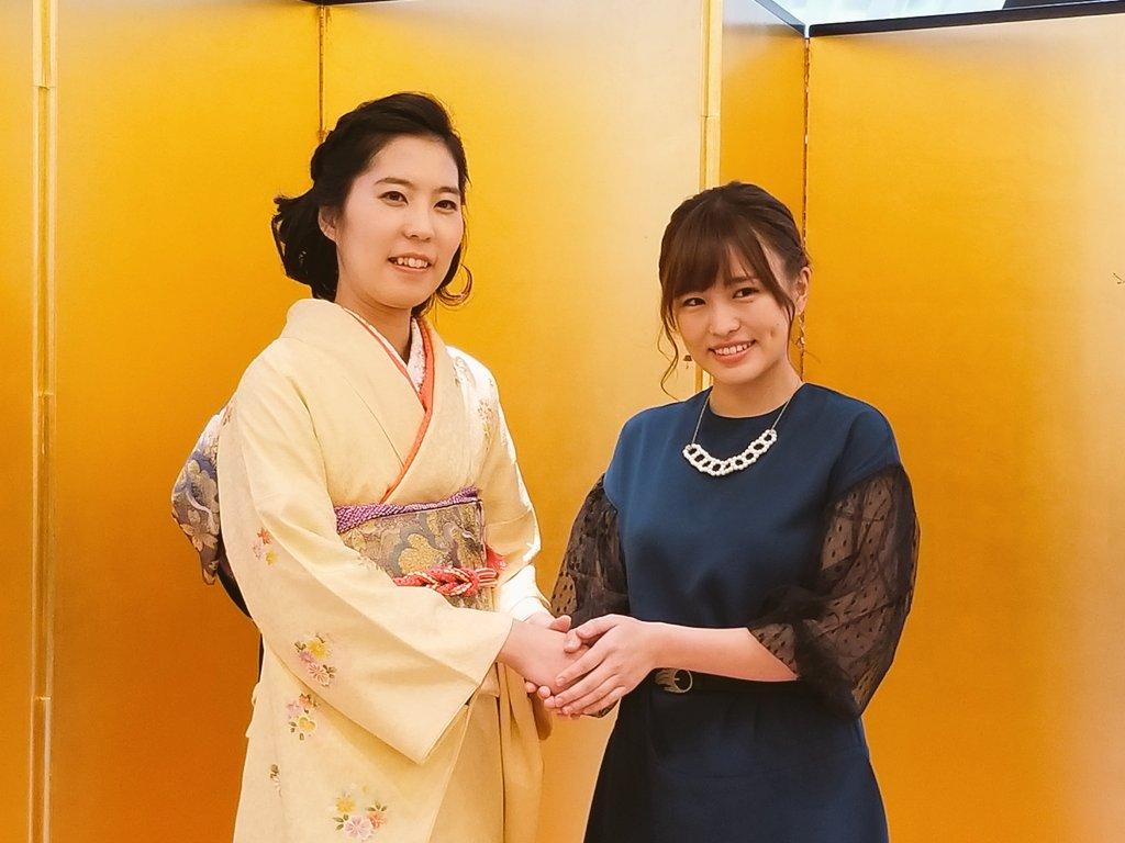 test ツイッターメディア - 将棋の里見香奈女流王位の就位式が本日、東京・日比谷公園の松本楼で開かれました。里見さんは通算5期獲得によりクイーン王位の称号も獲得。将棋親善大使で乃木坂46元メンバーの伊藤かりんさんも駆けつけ、「里見さんは真の強い女性。活躍は自分の励みにもなっている」と祝福しました。 https://t.co/96BwS644nf