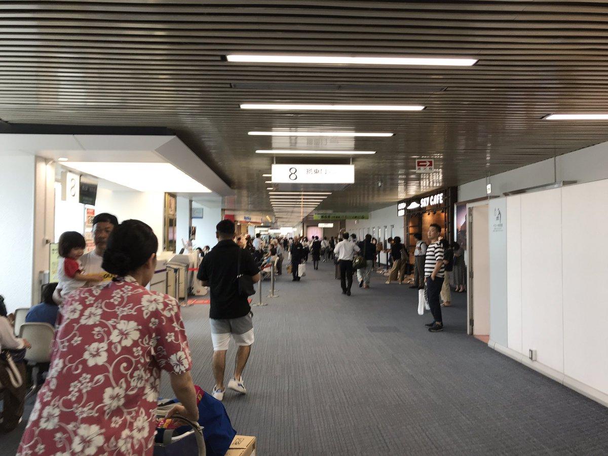 test ツイッターメディア - 鹿児島初上陸!!! これで未踏の都道府県は宮崎県と沖縄県だけだ!!!  鹿児島空港、目的地表示で離島が見られるのいいな …とか言いつつ、飛行機から降りて5分でバスに乗り込み離脱 https://t.co/MaFOBLSTgu