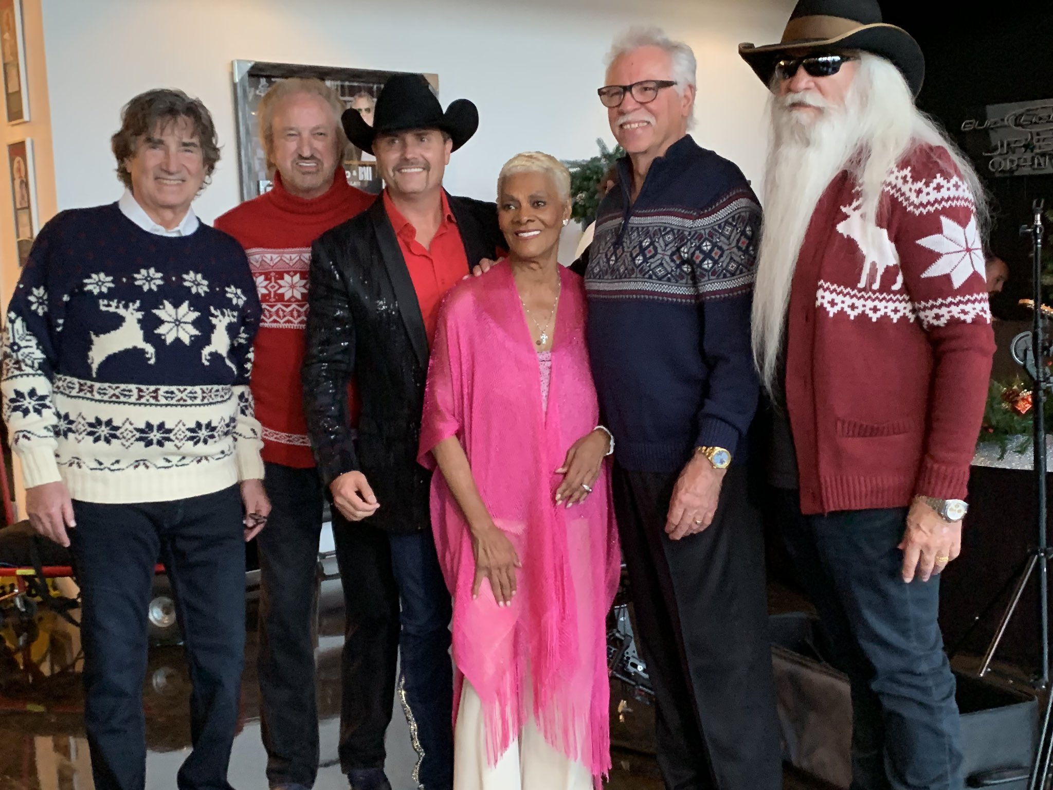 Not everyday .... @oakridgeboys @johnrich @_DionneWarwick  ... #JingleBells https://t.co/Ikwb1URTwC