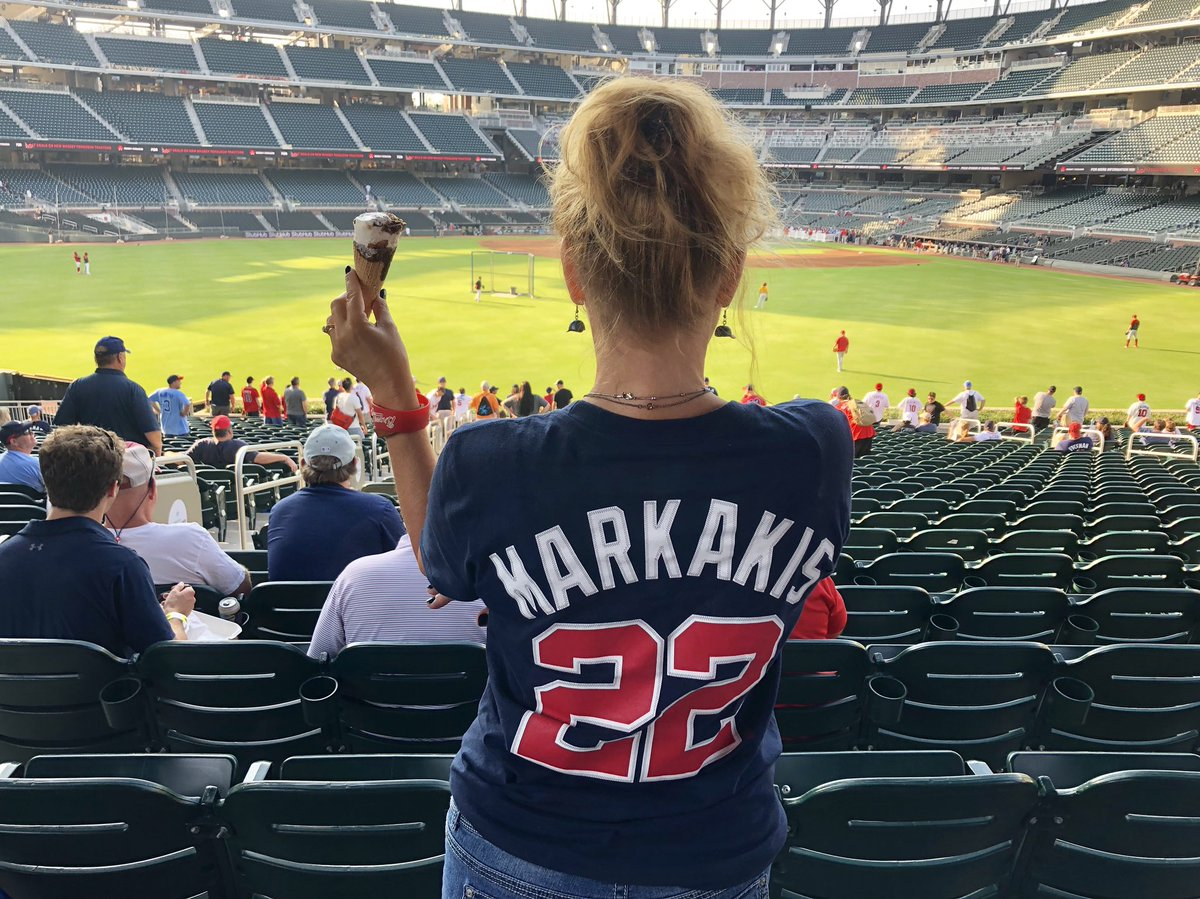 test Twitter Media - RT @TerriBraves: Ice cream and Kakes. #ChopOn https://t.co/qq8BkMvUld