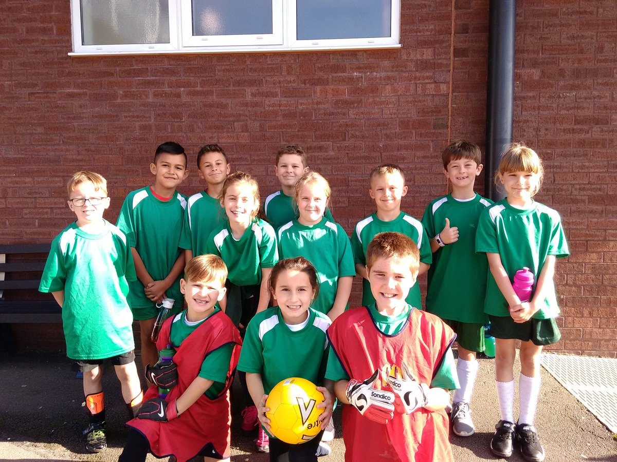 test Twitter Media - Year 3 and Year 4 took advantage of the sun, but not the goals in @KingsHeathSP 5aside football. https://t.co/hgpar6rXQq