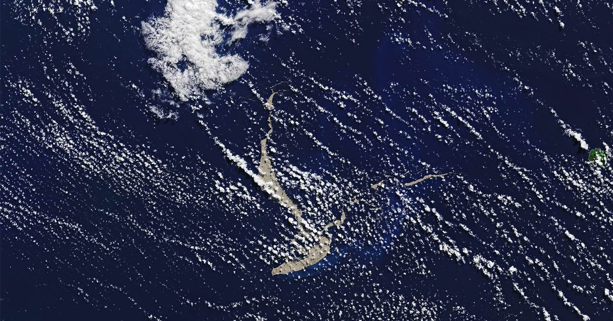 Massive raft of volcanic rock is drifting toward Australia. That could be good news.