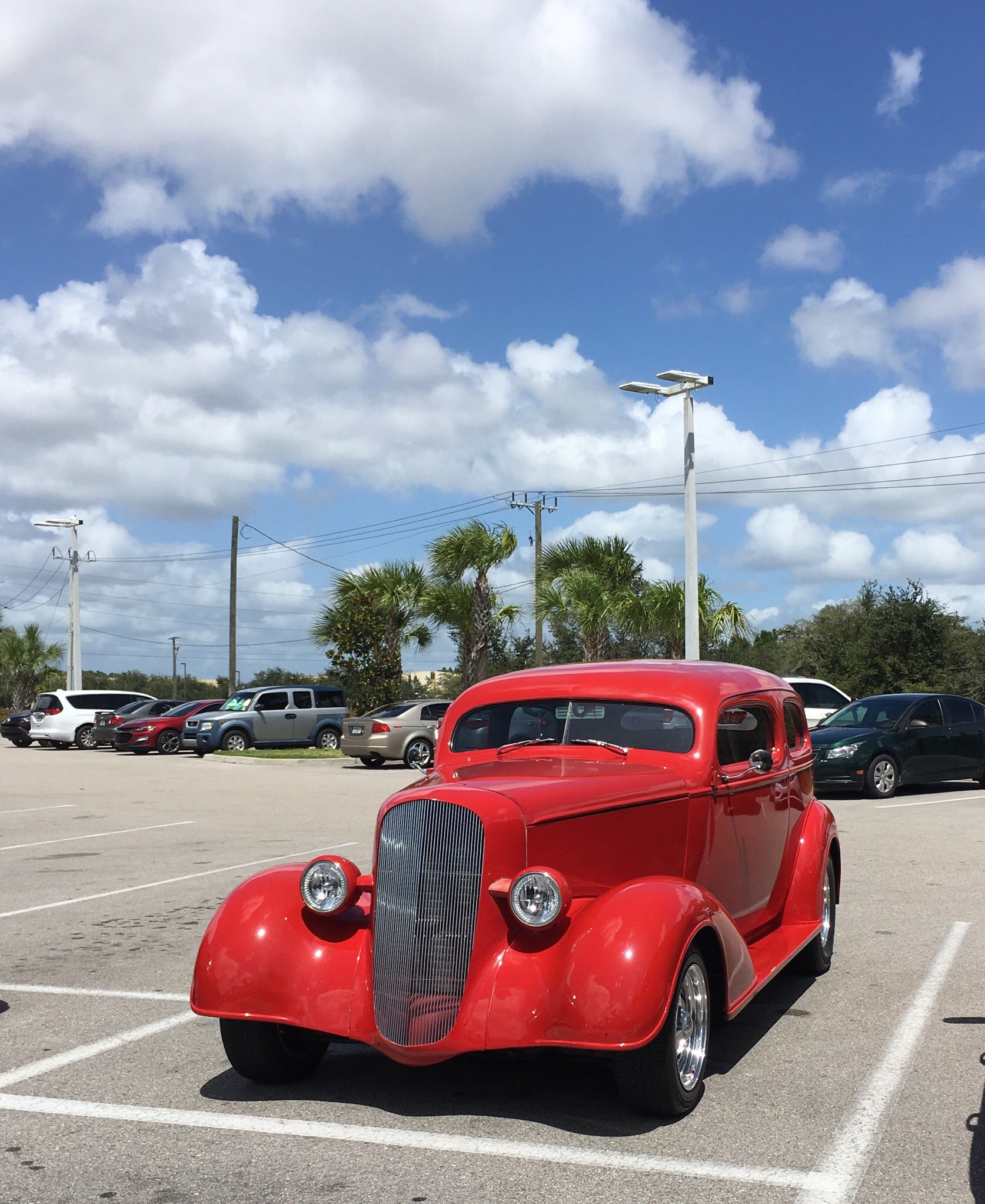 Hey @OldSchRides  It was a great day for spotting cars today in Florida, and this one even nailed the rims :) https://t.co/YQBijgyWw9