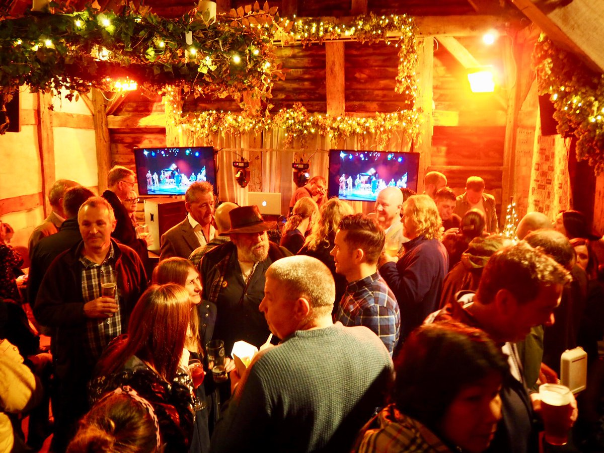 433 men named Nigel gathered in a British pub to honor their legendary first name