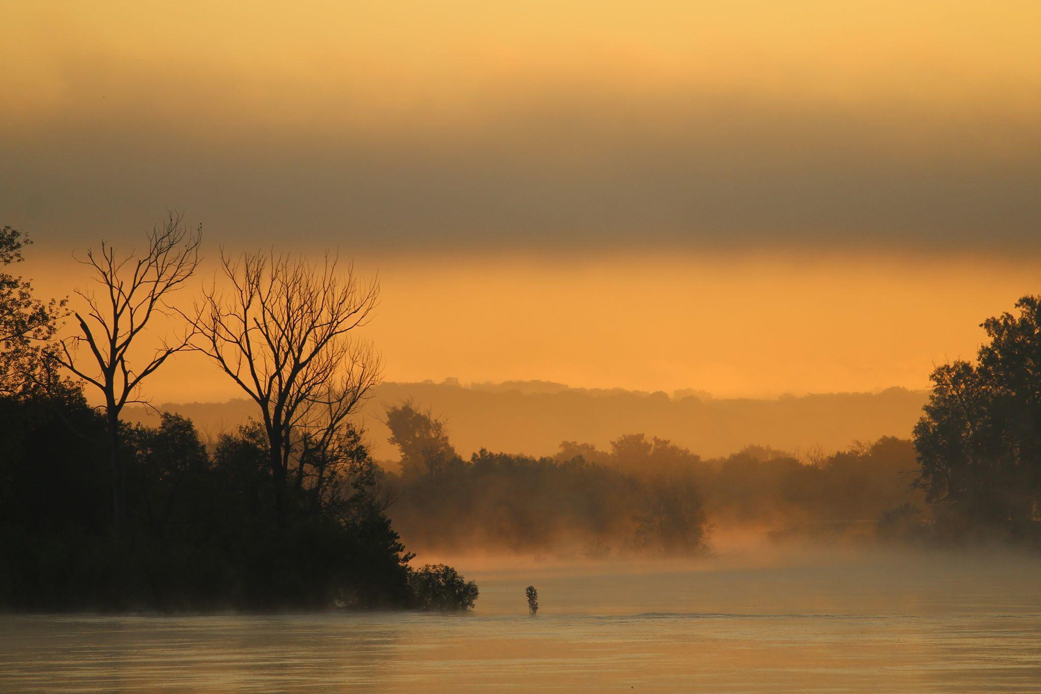 A foggy September morning on the riverfront near Omaha, NE.  📷: Ben Overstreet https://t.co/Bo2hrZgtmz