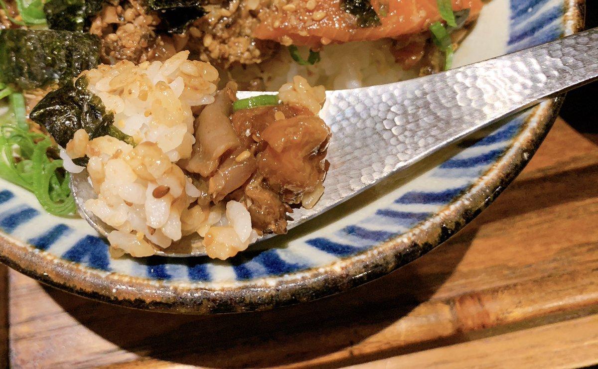 test ツイッターメディア - 【四十八漁場】海鮮漬け丼 ランチ 東京:内幸町駅、霞ヶ関駅から徒歩3分  味がたっぷり染み込んだ漬け海鮮丼900円で食べられるお店。 甘辛い海鮮とご飯の相性が抜群です✨ とろけ出すたまごは食欲をそそります✨✨ シメは出汁を入れてどうぞ🎶 https://t.co/uQOizYTh8g
