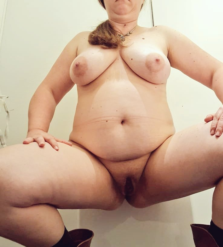 #bbw #chubby #sexybelly #bigboobs #pussy #submissive in toilets office