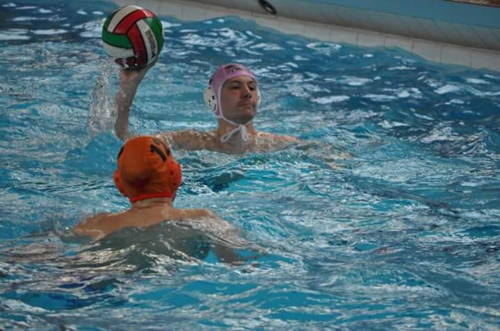Bedford water polo club are looking for new players 🙋‍♂️🙋‍♀️.  📅 Training is held weekly on Fridays 9-10pm at Robinson Pool and Fitness, Bedford. You need to be 16+ and must be strong swimmer. 💻 mr.simon.steele@gmail.com 💻 https://t.co/fRCdld68KN #activebedfordshire