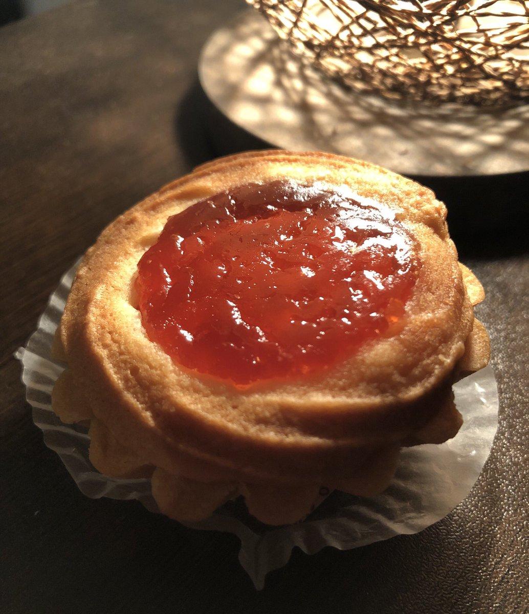 test ツイッターメディア - ヴィクトリアという名の美しいお菓子。 銀座ウエストのドライケーキは東京土産のど定番です。 https://t.co/ZMnht3eJei https://t.co/QYlg15R7bC