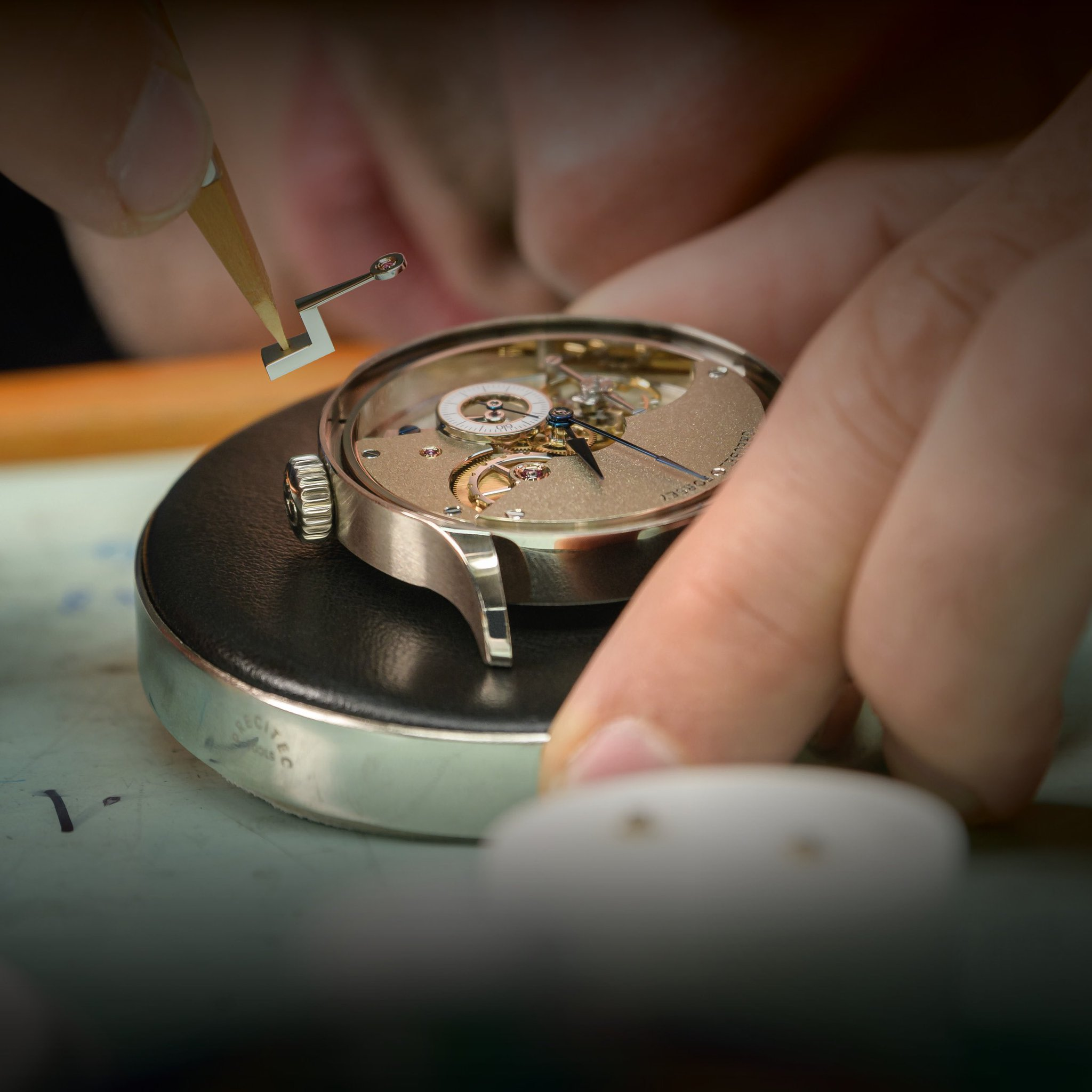 We are very excited to unveil one of our major project:  Hand Made 1, the summit of true hand-watchmaking. Follow us on FB & IG! #GreubelForsey #Artofinvention https://t.co/UhuKzY0nLq